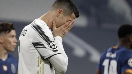 Juventus-STarspieler Cristiano Ronaldo kann das Aus nicht fassen.