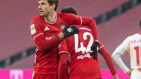 Könnten beide noch zur EM mitfahren: Thomas Müller (l) und Jamal Musiala.