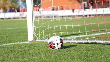 Der niedrige Inzidenzwert macht es möglich: Schon ab dem 22. März könnten die heimischen Fußballer auf die Trainingsplätze zurückkehren. Was die Trainer dazu sagen und wie der Kreisvorsitzende raegiert.