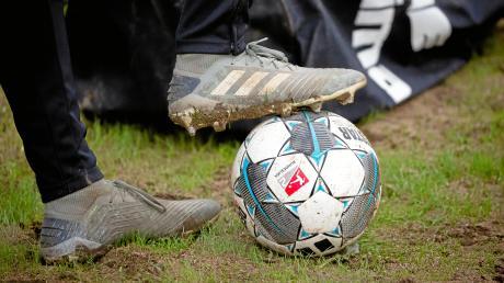 Der Ball kommt wieder ins Spiel: Beim Fußball-Bayernligisten TSV Landsberg ist das erste Training bereits angesetzt.
