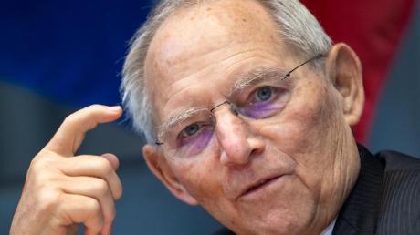 Bundestagspräsident Wolfgang Schäuble kritisiert das Vorpreschen einiger Bundesländer bei Lockerungen für Geimpfte.