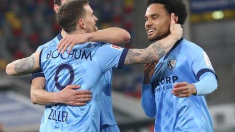 Jubel bei den Bochumer Spielern. Der VfL hat 3:0 bei Fortuna Düsseldorf gesiegt.