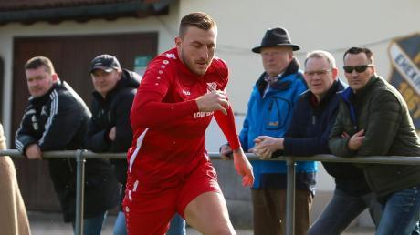 Wechselt nun doch nicht zum FC Schrobenhausen, sondern bleibt dem FC Ehekirchen treu: Kapitän Sebastian Rutkowski.