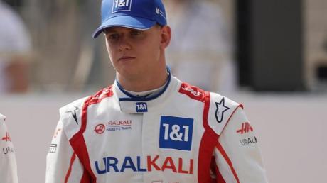 Mick Schumacher ist der prominenteste Fahrer, der in Bahrain seine Rennpremiere in der Formel 1 feiern wird.