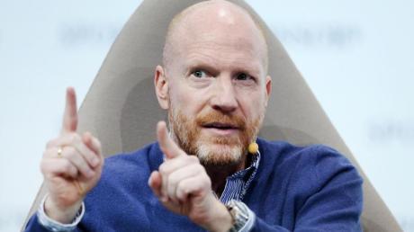 Nach Meinung von Matthias Sammer darf die vertragliche Situation der Bundestrainer-Kandidaten bei der Auswahl keine Rolle spielen.