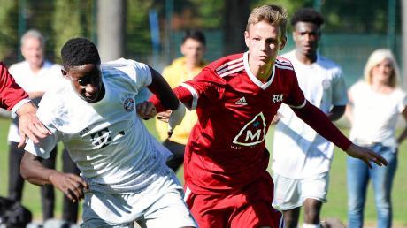 Die B-Junioren des FC Memmingen (rot) peilen die Bundesliga an.