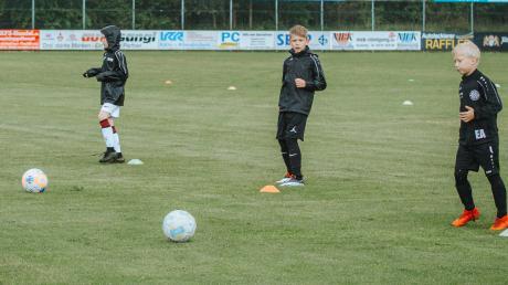 In kleinen Gruppen und kontaktlos – anders war zuletzt Jugendfußball-Training nicht möglich.