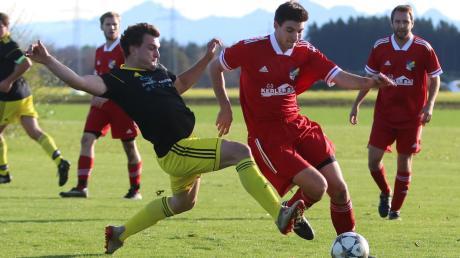 Am 25. Oktober 2020 standen sich der SV Schlingen (schwarz-gelbe Trikots) und die SG Kirchdorf/Rammingen am zweiten – und womöglich – letzten Spieltag des Ligapokals gegenüber. Sollte ab dem 19. April immer noch kein Trainingsbetrieb möglich sein, will der BFV den Wettbewerb streichen.