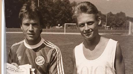 Jürgen Schnell posiertzusammen mit Lothar Matthäus im Tegernseer Trainingslager des FC Bayern München.