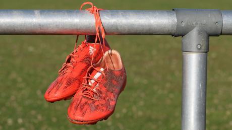 Der Bayerische Fußball-Verband denkt über einen möglichen Saisonabbruch nach. Andere Landesverbände haben die Spielzeit bereits abgebrochen.