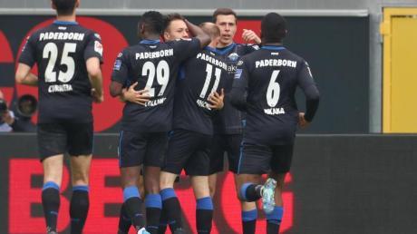 Der SC Paderborn feierte einen Heimsieg über Spitzenreiter VfLBochum.