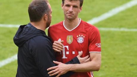 Bediente Bayern: Trainer Hansi Flick (l) und Vize-Kapitän Thomas Müller nach dem 1:1 gegen Union Berlin.