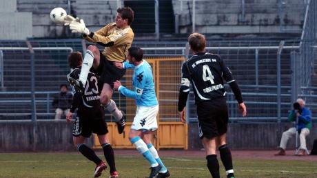Torwart Michael Lutz in einem Spiel des FC Ingolstadt 04 gegen den TSV 1860 München. Neun Jahre lang, die längste Station seiner Karriere, war der Keeper ein sicherer Rückhalt der Ingolstädter.