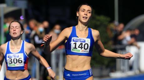 Sabrina Hafner (Nummer 140) startet in der neuen Leichtathletiksaison für die LG Telis Finanz Regensburg.