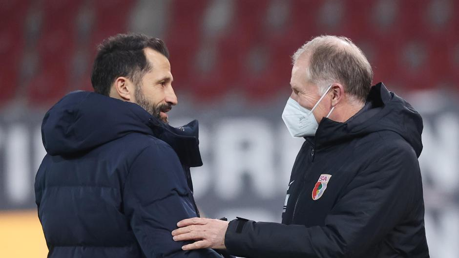 Sin lugar a dudas, el director deportivo del FC Bayern, Hassan Salihamitsis (izquierda), da la bienvenida al director general de la FCA, Stephen Reuter, al partido de la Bundesliga de Múnich en enero.
