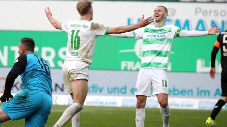 Havard Nielsen (M) und Branimir Hrgota (r) trafen beim Fürther Heimsieg gegen Braunschweig.