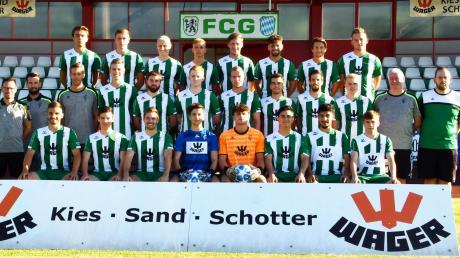 Ist das schon die Meistermannschaft des FC Gundelfingen? Mit diesem Team starteten die Grün-Weißen im Sommer 2019 in das Unternehmen Klassenerhalt, das nun mit dem Aufstieg in die Bayernliga enden könnte.