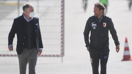 Markus Weinzierl (rechts) zusammen mit Stefan Reuter auf dem Weg zum Trainingsplatz.