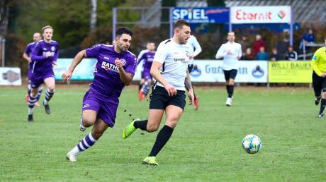 Wechselt zur neuen Saison zu seinem Ex-Verein VfR Neuburg: Sebastian Rutkowski (rechts) vom FC Ehekirchen.