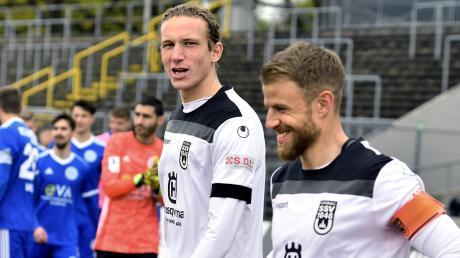 Das Ulmer Trikot hat Vinko Sapina (links mit Kapitän Johannes Reichert) immer mit Stolz getragen. Am Ende der Saison tauscht er es mit dem Dress des SC Verl.