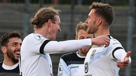 Torschützen unter sich: Vinko Sapina (links) und Felix Higl trafen zum Ulmer Sieg in Pirmasens.