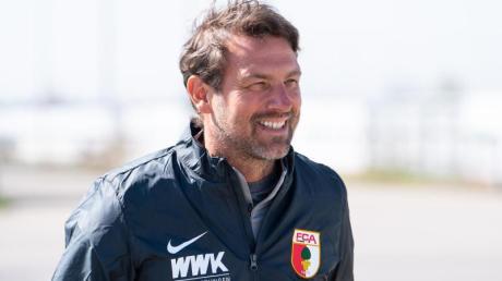Der neue Chef-Trainer Markus Weinzierl kommt zum Training.