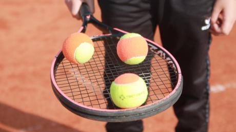 Abstand und frische Luft sind der große Vorteil der Tennisspieler in der Pandemie. Sie dürfen seit einigen Wochen wieder zurück auf den Platz.