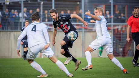 Philipp Siegwart (am Ball) wird in der neuen Saison nicht mehr für den TSV Landsberg auf Torejagd gehen.