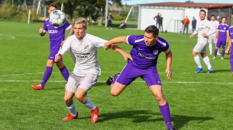 Gibt es Absteiger oder nicht? Der SV Grasheim (rechts Matthias Müller), hier im Spiel gegen den SV Klingsmoos (Alexander Müller) ist Tabellenletzter der Kreisklasse Neuburg und würde in die A-Klasse absteigen.