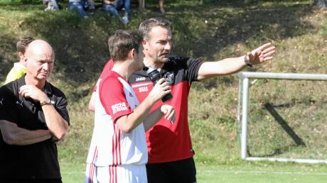 Viele Jahre lange coachte Andreas Seiler als Spielertrainer – im Bild unten den SV Wortelstetten – Fußballmannschaften aus dem Zusamtal.