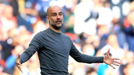 Pep Guardiola trainiert Manchester City, den aktuellen Titelverteidiger in der Premiere League. Alle Infos zur Übertragung der Saison 21/22 in Deutschland gibt es hier.