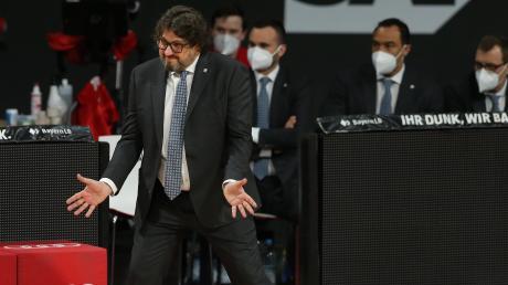 Er hatte sich für diese Aufstellung entschieden und somit war das Ergebnis des Bundesligaspiels gegen Ulm wenig überraschend für Bayern-Trainer Andrea Trinchieri. Geärgert hat er sich offensichtlich trotzdem über die Vorstellung seiner Mannschaft.