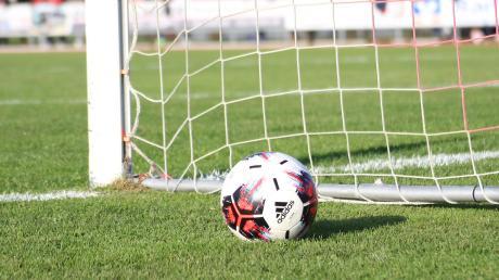 Erfolg ohne Feier? Nach dem Saisonabbruch im Amateurfußball sind manche Vereine im Kreis Augsburg kreativ bei ihrer Meister-Feier.