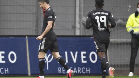 Erzielte in Freiburg sein 40. Saisontor: Bayern-Torjäger Robert Lewandowski (l).