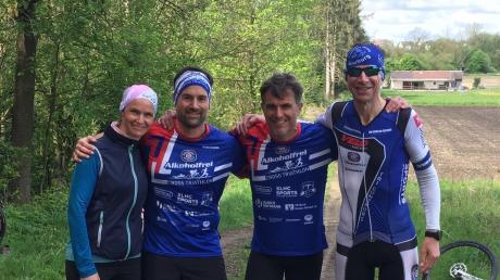 Erschöpft, aber glücklich nach dem Duathlon: (von links) Bettina Bigelmayr, Matthias Bigelmayr, Stefan Weber und Rainer Hartmann.