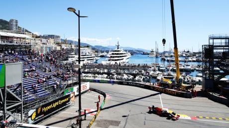 Faszination Monaco: Die Rennwagen rasen am Hafen vorbei. Auf keiner anderen Strecke kommt es auf das Qualifying mehr an als im Fürstentum.