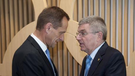 Ein Bild aus früheren Tagen: IOC-Präsident Thomas Bach (links) und sein Amtskollege beim DOSB, Alfons Hörmann, galten lange Zeit als eingespieltes Duo. Diese Zeiten scheinen nun vorbei zu sein.