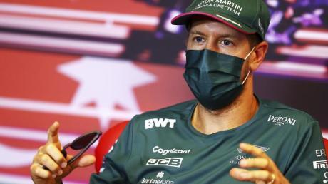 Will den Schwung aus Monaco mit nach Baku nehmen:Sebastian Vettel nimmt an einer Pressekonferenz in Baku teil.