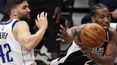 Maxi Kleber (l) und die Dallas Mavericks sind gegen die Los Angeles Clippers ausgeschieden.