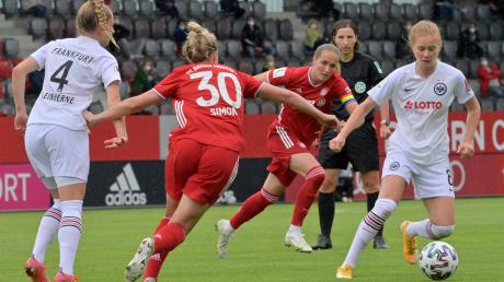 Sydney Lohmann aus Pürgen (zweite Spielerin von rechts) wird mit dem FC Bayern München deutsche Meisterin – da ist man auch in ihrer Heimatgemeinde stolz.
