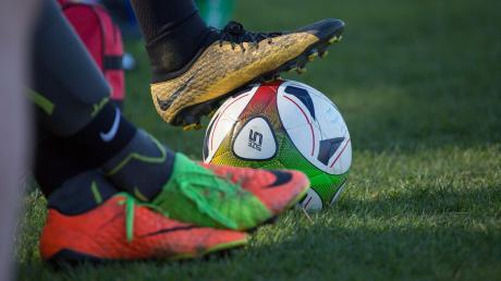 Gibt es in der Fußball-Bayernliga einen neuen Modus? Aktuell stimmen die Vereine darüber ab, teilt Landsbergs Sportlicher Leiter Jürgen Meissner mit.