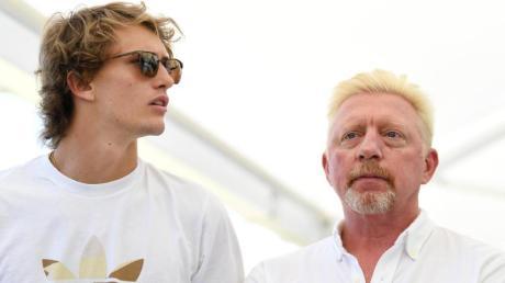 Boris Becker (r) traut Alexander Zverev bei den French Open den Einzug ins Finale zu.