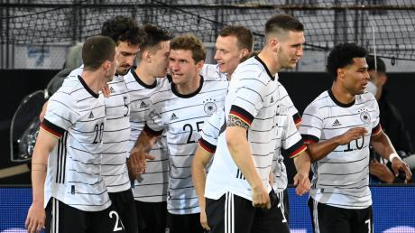 Wie schneidet die deutsche Fußball-Nationalmannschaft bei der Europameisterschaft 2021 ab. Heimische Kicker wagen eine Prognose und verraten, wie sie das Turnier verfolgen würden.