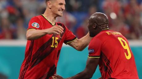 Belgien setzte sich dank Toren von Thomas Meunier (l) und Romelu Lukaku gegen Russland durch.