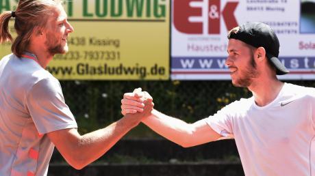 Friedbergs Dominik Recek (links) siegte gegen Merings Florian Deiml deutlich. Dennoch schlug sich die Nummer eins des TCM wacker.