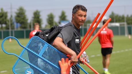 Blick zurück. Torwart-Trainer Zdenko Miletic und der FC Augsburg einigten sich nach der Trennung auf eine Abfindung.