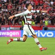 """Läuft er oder schwebt er? Cristiano Ronaldo hat es für Portugal in 176 Länderspielen auf 106 Tore gebracht. Nur noch drei Treffer fehlen ihm zum """"Weltrekord"""" des Iraners Ali Daei."""