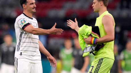 Mussten sich mit der deutschen Mannschaft in ihrem ersten EM-Match gegen Frankreich mit 0:1 geschlagen geben: Mats Hummels (links) und Manuel Neuer (rechts).