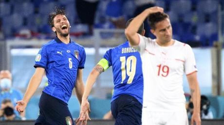 Pure Freude: Doppeltorschütze Manuel Locatelli (links) und die italienische Nationalmannschaft ließen der Schweiz beim 3:0-Erfolg nicht den Hauch einer Chance.