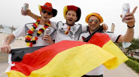 """Grund zum Jubeln: Sowohl die Anhänger der deutschen Fußball-Nationalmannschaft als auch die """"Erste"""" des SV Straß waren am Wochenende bester Laune."""